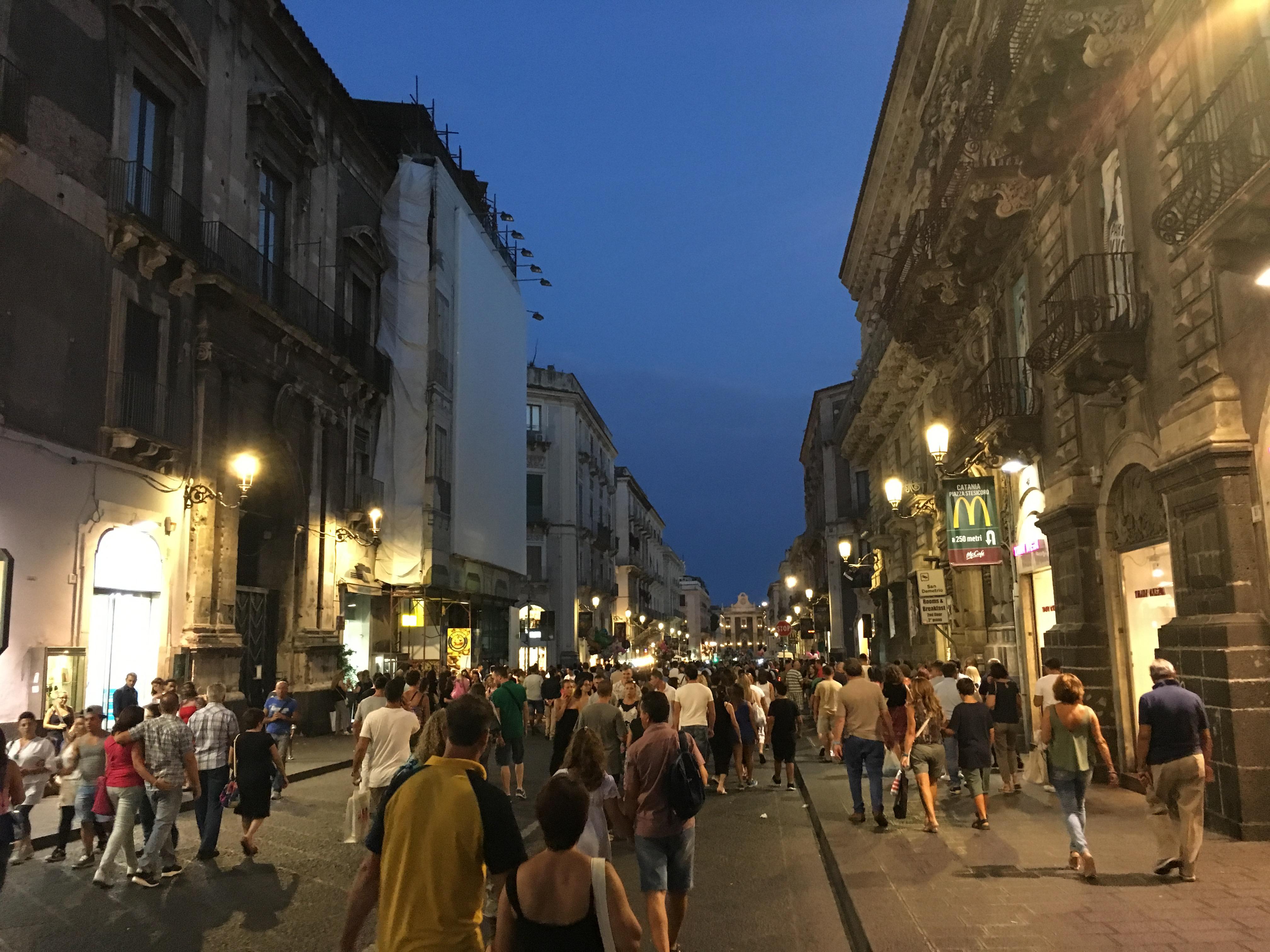 Catania taccheggiatrice esperta ruba merce per 600 euro for Negozi di arredamento catania