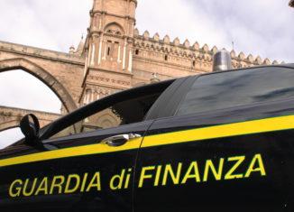 La guardia di finanza di Catania ha sequestrato all'interno di una abitazione privata a Misterbianco oltre 250 kg di fuochi di artificio irregolari.