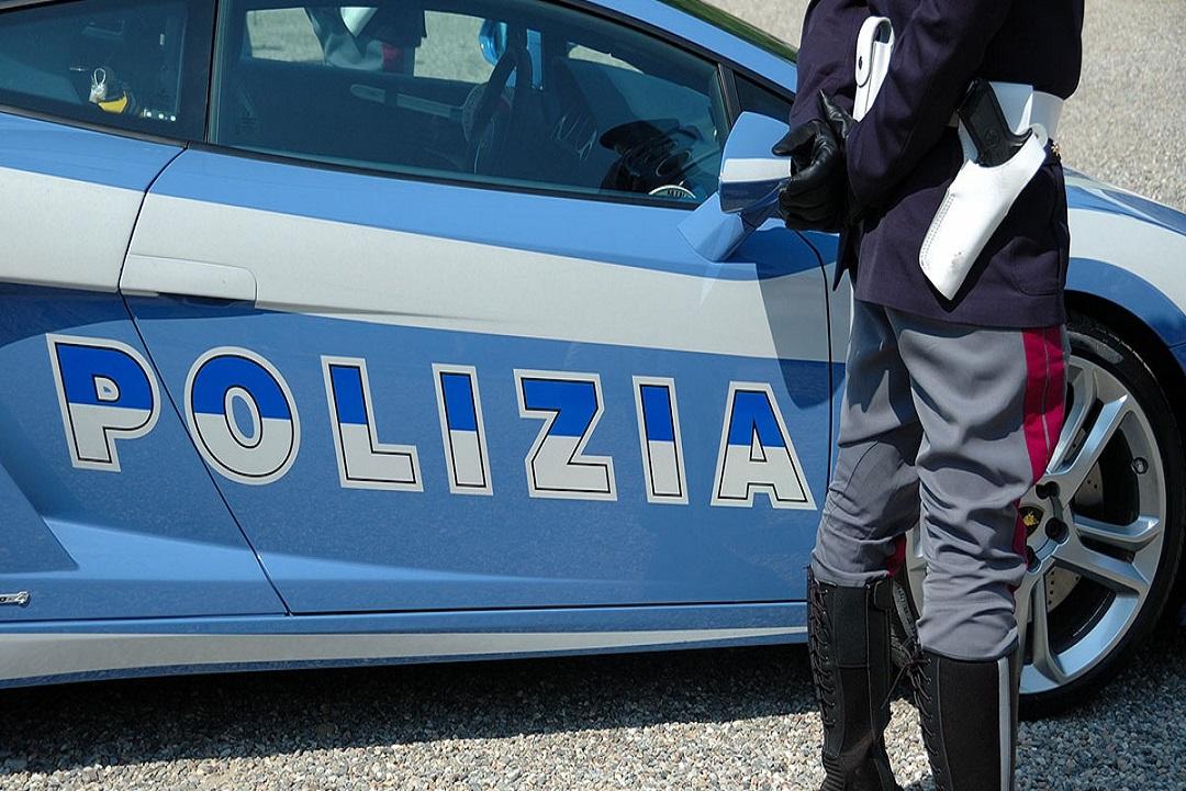 Picchia convivente con calci e pugni, arrestato a Siracusa