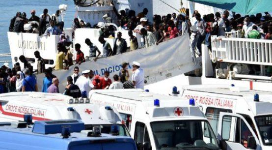 Pozzallo, è iniziato lo sbarco dei 509 migranti della Diciotti