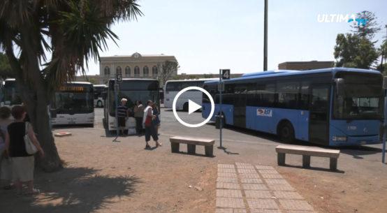 Quattro persone di colore lasciate a terra. Il direttore d'esercizio dell'azienda Etna Trasporti, Mario Nicosia, ha, però, smentito l'episodio di razzismo.