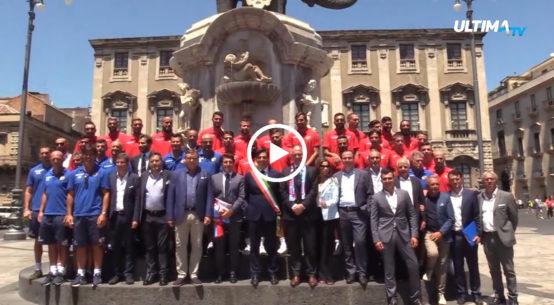 Questa mattina il sindaco Salvo Pogliese ha presentato ufficialmente dirigenti, tecnici e calciatori del club rossazzurro.