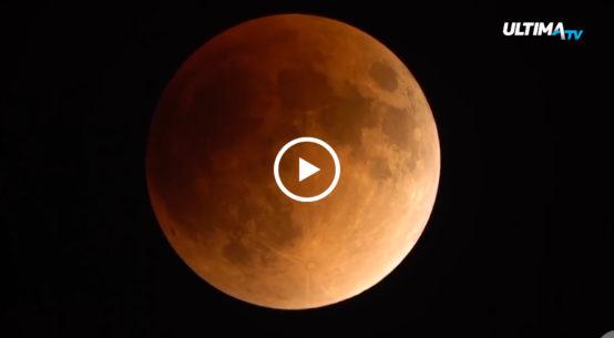 Questa sera è prevista un'eclissi totale di luna che a partire dalle 21:30 si manifesterà nella sua suggestiva bellezza e sarà visibile da tutta Italia.
