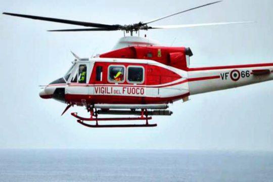 Due turisti australiani sono rimasti intrappolati sulla scogliera di Patti. Necessario l'intervento dei Vigili del Fuoco per soccorrere i due malcapitati.
