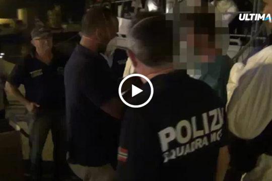 Polizia, guardia di finanza e carabinieri hanno sottoposto a fermo l'intero equipaggio di un barcone carico di migranti sbarcati a Pozzallo.