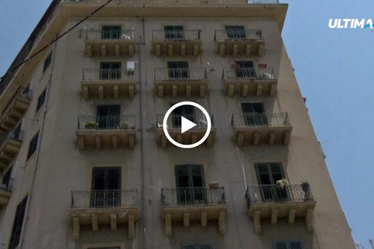 Secondo i periti del tribunale di Palermo, la struttura è un pericolo per le famiglie che abitano e per i passanti.