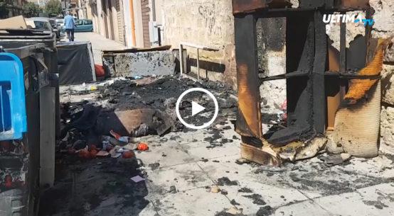 La raccolta dei rifiuti va a rilento in alcune zone del capoluogo siciliano e i vigili del fuoco sono stati impegnati a spegnere i cassonetti incendiati.