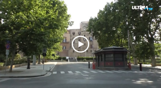 La proposta avanzata dal M5S, di tagliare i vitalizi degli ex parlamentari della regione siciliana, ha ricevuto ieri una momentanea battuta d'arresto.