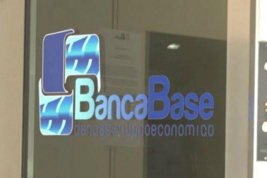 Dopo il commissariamento e i disagi per i correntisti entra nel vivo l'inchiesta su Banca di Sviluppo Economico spa di Catania, conosciuta come banca Base.
