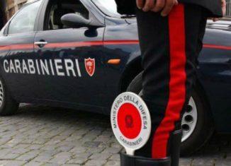 I Carabinieri di Augusta hanno arrestato un 48enne per aver accoltellato un paziente in ospedale e per resistenza a pubblico ufficiale.