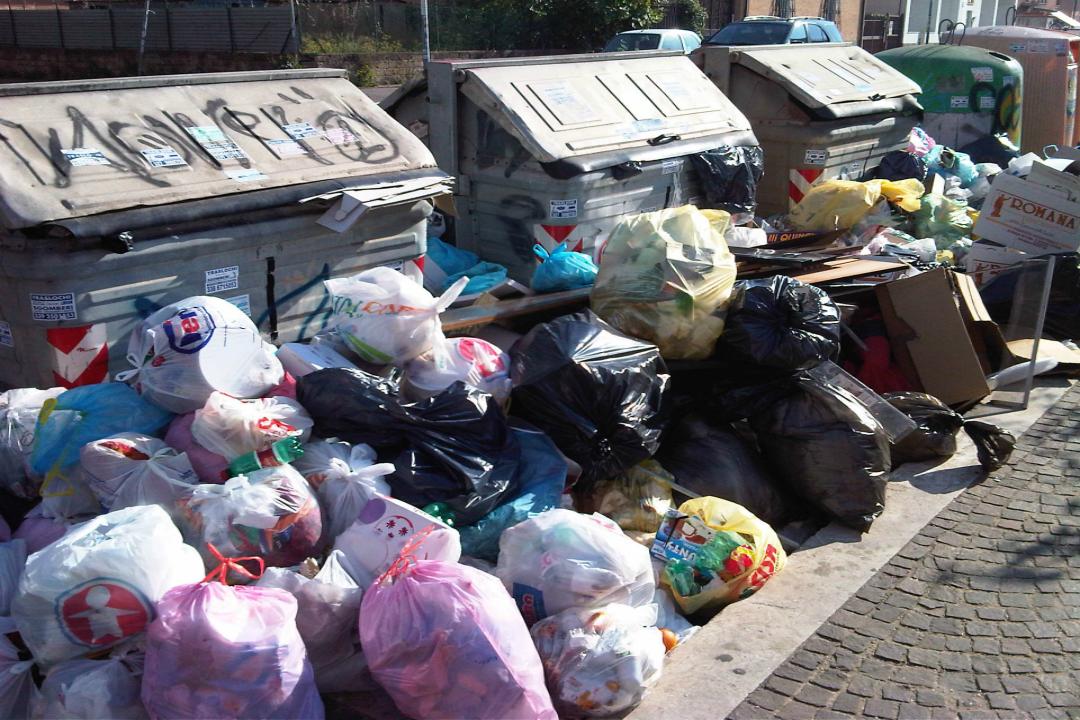 Presentati due dossier dal M5s Sicilia, uno riguardante la gestione dell'emergenza rifiuti, l'altro l'elevato rischio di crisi ambientale.