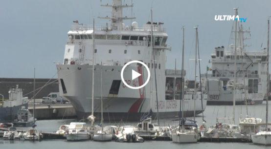 Nessuno sbarco, ancora, da nave Diciotti. Anche questa mattina sul molo di Levante hanno protestato le associazioni e i comitati civici.