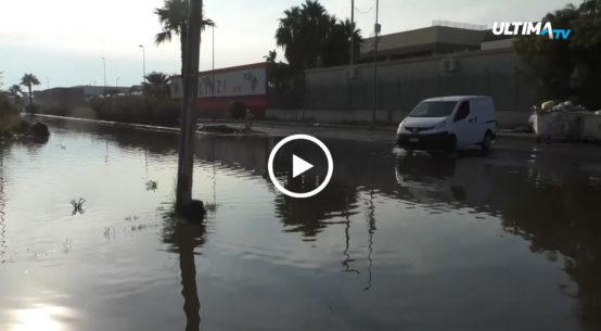 Ieri l'esplosione di una condotta fognaria ha provocato l'allagamento della quinta strada della Zona industriale di Catania.