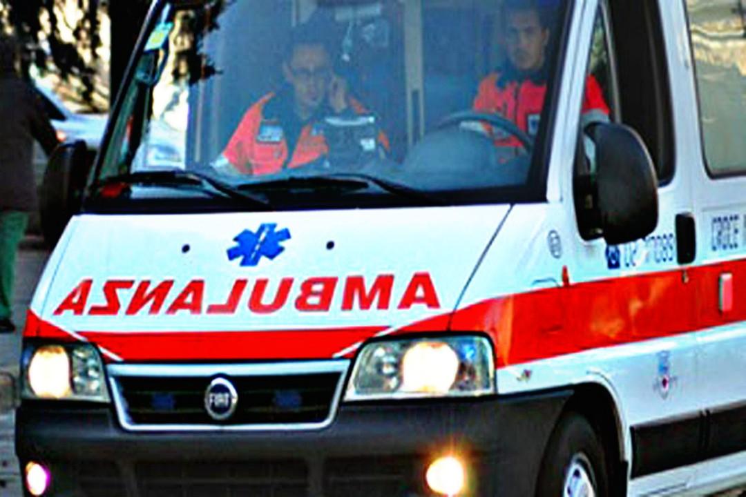 Tre persone sono morte in un incidente stradale alle porte di Caltanissetta. Le vittime erano a bordo di un auto che si è scontrata con un autocarro.