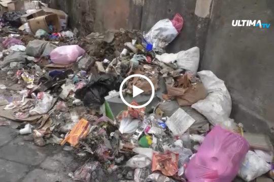 """Esordio non facile per la ditta Dusty in una Catania ancora invasa dai rifiuti. La manager Rossella Pezzino: """"Necessario un patto con i cittadini""""."""