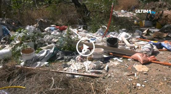 Una discarica abusiva in via Pulacara nel quartiere San Giorgio è stata segnalata dagli abitanti della zona.