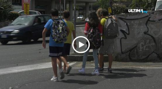 Oggi primo giorno di scuola per migliaia di studenti siciliani, anche se il pienone è previsto per mercoledì 12, quando sui banchi torneranno anche gli iscritti agli istituti superiori.