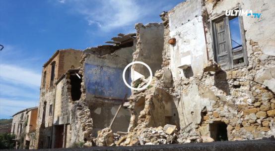A cinquant'anni dal terremoto di Belice siamo andati con le nostre telecamere a Poggioreale, il paese più colpito dal sisma del 1968. Vi raccontiamo la storia di un imprenditore che a bordo di un furgone degli anni 70 sta girando il Belice.