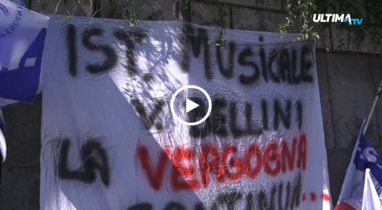 Manifestazione di protesta stamane per i 18 dipendenti dell'Istituto musicale, licenziati da Bsf e Multiprofessional service.