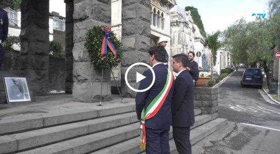 Nonostante il maltempo, sono stati numerosi i catanesi accorsi al cimitero di Catania per la ricorrenza dei defunti. Tra questi, anche il sindaco Pogliese.