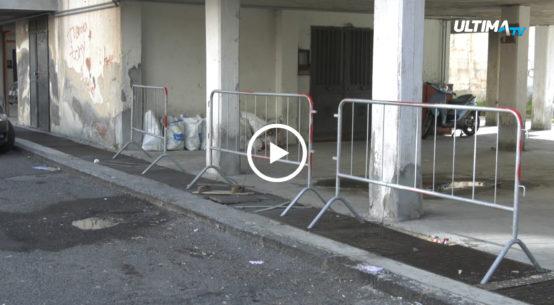 Allarme sicurezza e igiene al quartiere di San Giovanni Galermo a Catania. In via Balatelle, le case popolari fanno i conti con l'instabilità strutturale.