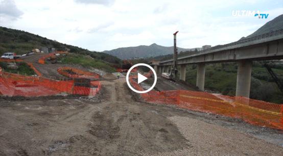 Il ministro Toninelli arriva in Sicilia per visitare i cantieri delle strade siciliane. Prima tappa sotto il viadotto Himera sulla A19.