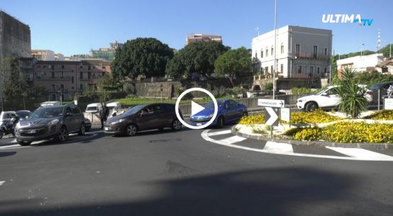 Oggi primo giorno di test per il nuovo piano viabilità nelle vie Caronda e Palazzotto, nei pressi del tondo Gioeni, a Catania.