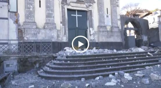 Notte di paura in diversi paesi dell'Etna e anche a Catania per un scossa di magnitudo 4.8 registrata alle 3:19 a nord del capoluogo etneo.