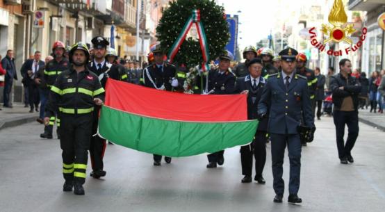A Paternò, comune in provincia di Catania, nel mese di dicembre, ricadono le celebrazioni per la festività di S. Barbara, patrona della città.