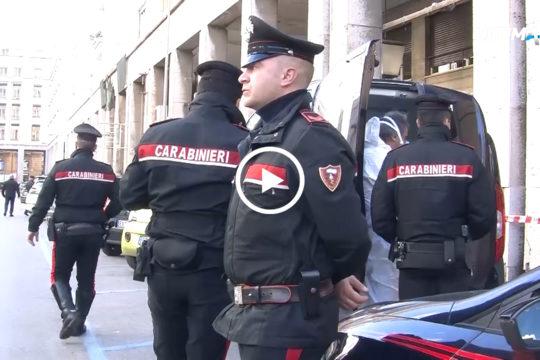 Non sono ancora chiare le cause della morte del clochard a Palermo. L'uomo, ritrovato senza vita sotto i portici di piazzante d'Ungheria, presentava una ferita alla fronte. Sulla morte indaga la polizia.