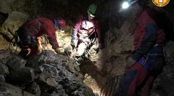 Si è concluso la notte scorso l'intervento per il salvataggio uno speleologo rimasto ferito dentro l'Abisso del vento, la grotta in territorio di Isnello.