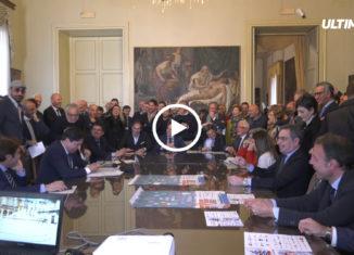 """Il sindaco Pogliese parla di """"incoraggiamento a cominciare questo 2019 con la spinta giusta per poter superare gli ostacoli del dissesto""""."""